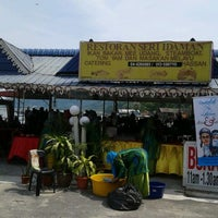 Photo taken at Restoran Seri Idaman by Mayo P. on 5/26/2012