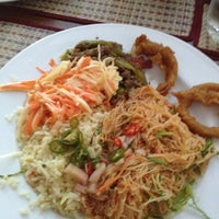 Photo taken at Thai Wok Restaurant by Maryam M. on 5/10/2012