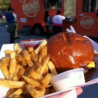 Photo taken at Rounds Premium Burgers Truck by Eric C. on 6/3/2012