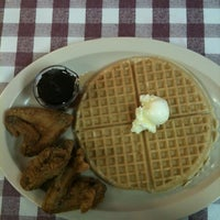 Photo taken at Roscoe's House of Chicken and Waffles by meru on 7/27/2012