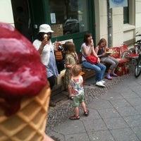 Photo taken at eismanufaktur Berlin by Adriaan S. on 7/8/2012
