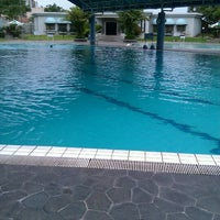 Photo taken at ATLANTIS swimming pool by itok t. on 11/10/2011