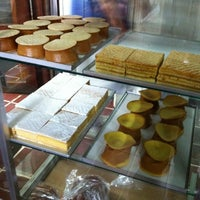 Photo taken at Pastelería Violeta by jeCHos on 9/16/2011