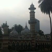 Photo taken at Masjid Jamek Kuala Lumpur by Aejin S. on 7/3/2011