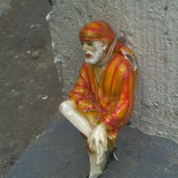 Photo taken at Shirdi Sai Baba Temple (Samadhi Mandir) by Vishal G. on 8/15/2011