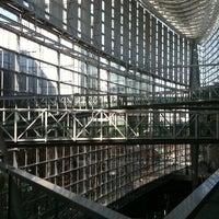 Photo taken at 東京国際フォーラム ガラス棟 by 俊 吉. on 2/22/2011