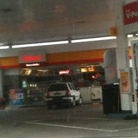 Photo taken at Shell Select by Alan L. on 5/28/2012