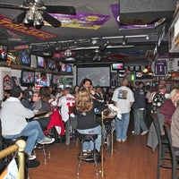 Photo taken at Leo's All-Star Sports Bar & Grill by Leslie L. on 4/27/2011