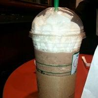 Photo taken at Starbucks by 오미헤 on 1/12/2012