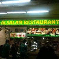 Photo taken at Al-Salam Restaurant by Fyzen K. on 4/13/2011