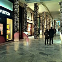 Photo taken at Tiffany & Co. by Roberto P. on 12/13/2011