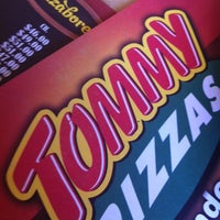 Photo taken at Tommy Pizzas by Mauricio N. on 6/12/2012
