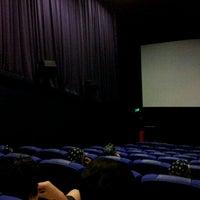 Photo prise au Golden Screen Cinemas (GSC) par Crystal L. le5/15/2012
