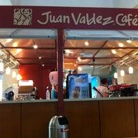 Photo taken at Tienda Juan Valdez by Emerson B. on 4/9/2012