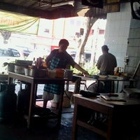 Photo taken at Mie Pasar Baru Jakarta by Drury Yudis L. on 9/1/2011