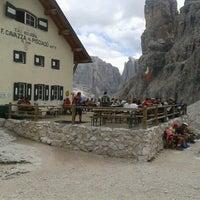 Photo taken at Rif. Franco Cavazza al Pisciadù / Pisciadùhütte by Alberto B. on 8/25/2012