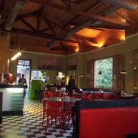 Photo taken at Eddie Fine Burgers by Fabio V. on 2/21/2012