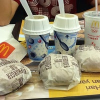 Photo taken at McDonald's by Hendra S. on 9/21/2011
