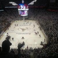 Das Foto wurde bei Gila River Arena von Leslie L. am 4/30/2012 aufgenommen