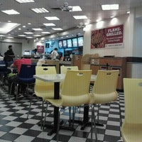Photo taken at Burger King by simplyrins on 3/7/2012