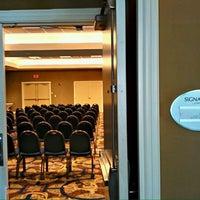 Foto tomada en DoubleTree by Hilton Hotel Chicago O'Hare Airport - Rosemont por Taric A. el 4/27/2012