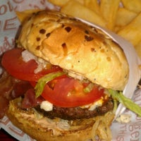 Photo taken at Red Robin Gourmet Burgers by Carlos V. on 1/14/2012