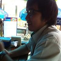 Photo taken at ไก่นุ่ม ก๋วยเตี๋ยวไก่ตุ๋นต้มยำ by Flukeza Z. on 6/15/2012