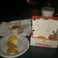 Photo taken at Popeyes Louisiana Kitchen by Allison P. on 2/1/2012