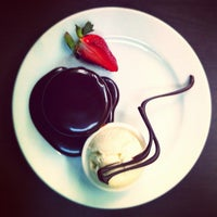 Photo taken at Lindt Chocolate Cafe by ʕ·ᴥ·ʔ on 8/19/2012