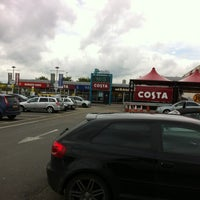 Photo taken at Toddington Northbound Motorway Services (Moto) by Tyrone D. on 5/14/2012