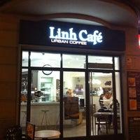Photo taken at Linh Café by Sintomatik on 12/13/2011