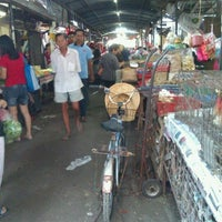 Photo taken at Kepong Wet Market by flofloflowang🎀 on 1/3/2012