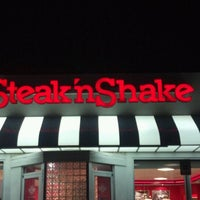 Photo taken at Steak 'n Shake by Angel R. on 10/31/2011