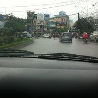 Photo taken at Ngã tư Ng Phong Sắc-Cầu Giâys by YenCoi on 7/2/2012