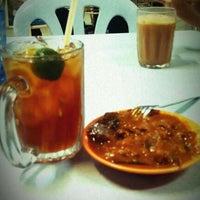 Photo taken at Restoran Mamak Mastiara by Niki C. on 11/17/2011
