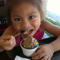 Photo taken at Golden Spoon by Charlene on 8/12/2012