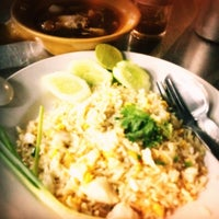 Photo taken at Mueang Thong Crab-meat Fried Rice 1 by Anny on 7/10/2012