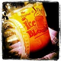Photo taken at The Coffee Bean & Tea Leaf by n.Nɐzɹʎ♕m.Nɐʍı™ on 5/14/2012