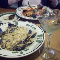 Photo taken at Olive Garden by John W. on 11/1/2011