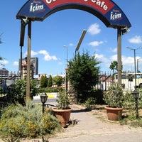 Das Foto wurde bei Cevizlibağ Cafe & Fast Food von Nina Z. am 6/17/2012 aufgenommen