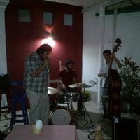Photo taken at Las Pizzas del Bor by Ireneo H. on 8/9/2012
