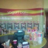 Photo taken at Menchie's Frozen Yogurt by Gereron S. on 2/24/2011