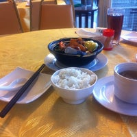 Photo taken at WANG CHAO Chinese Cuisine (旺朝) by oh w. on 11/5/2011