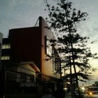 Photo taken at Británico by Armando P. on 5/5/2012