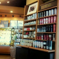 Photo taken at Starbucks by Pearlliiz N. on 3/5/2012