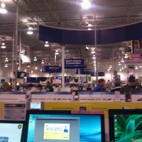 Photo taken at Best Buy by Mariah T. on 12/11/2011