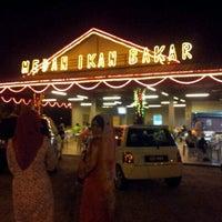 Photo taken at Medan Ikan Bakar Sungai Merab by Nasrudin I. on 3/23/2012