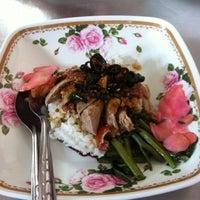 Photo taken at ช. เจริญโภชนา by muztafa on 3/14/2011