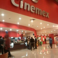 Photo taken at Cinemex Platino by Arturo S. on 1/8/2012