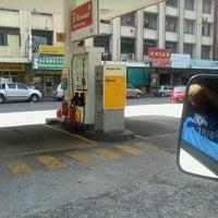 Photo taken at Shell (Hock Hoe Hin Hong Kee Sdn. Bhd.) by Noni J. on 8/15/2012